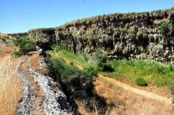 Senderismo Acequia del Toril y dólmenes de Alicún