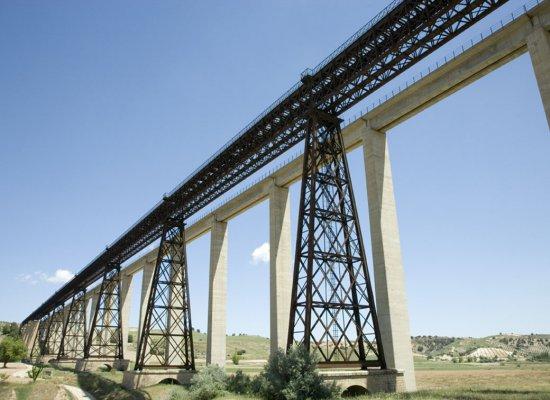 Senderismo Puente del Hacho, corazón de hierro