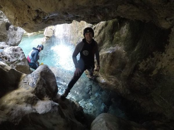 monitor turismo activo monitora deportes aventura escalada cabraloca espeleologia barranquismo rio verde